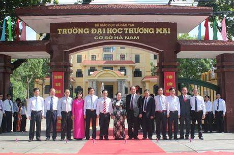 Pho Chu tich nuoc Nguyen Thi Doan du Le gan bien Truong DH Thuong mai co so Ha Nam - Anh 2