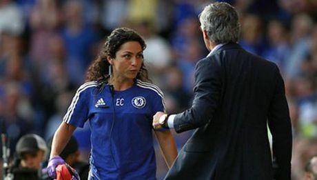 Si nhuc nu bac si, Mourinho bi treo gio 5 tran? - Anh 1