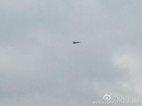 Nguyen mau thu 7 cua tiem kich J-20 Trung Quoc lo dien - Anh 3