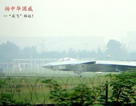 Nguyen mau thu 7 cua tiem kich J-20 Trung Quoc lo dien - Anh 6