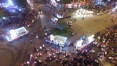 Tuyen Quang: Le hoi Trung thu 2015 doc dao goi moi du khach - Anh 1