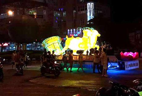 Tuyen Quang: Le hoi Trung thu 2015 doc dao goi moi du khach - Anh 4