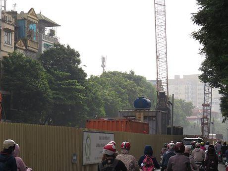 """""""Nhuong"""" duong cho du an duong sat: Duong Xuan Thuy – Cau Giay tac nghen nghiem trong - Anh 14"""