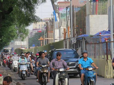 """""""Nhuong"""" duong cho du an duong sat: Duong Xuan Thuy – Cau Giay tac nghen nghiem trong - Anh 2"""