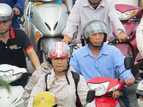 """""""Nhuong"""" duong cho du an duong sat: Duong Xuan Thuy – Cau Giay tac nghen nghiem trong - Anh 22"""