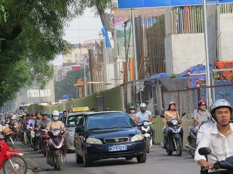 """""""Nhuong"""" duong cho du an duong sat: Duong Xuan Thuy – Cau Giay tac nghen nghiem trong - Anh 6"""