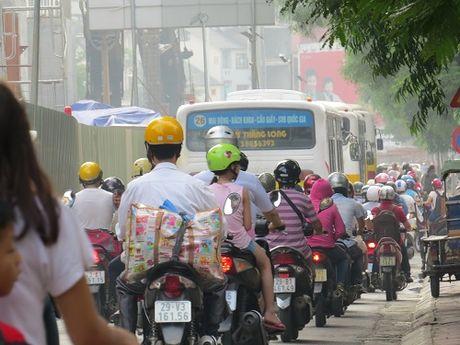 """""""Nhuong"""" duong cho du an duong sat: Duong Xuan Thuy – Cau Giay tac nghen nghiem trong - Anh 8"""