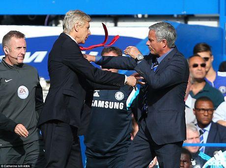 Derby London: Van may cho Wenger va noi so hai cho Mourinho - Anh 1