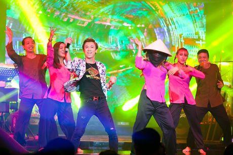 Tuan Hung dien quan rach hat trong show cua Lam Vu - Anh 9