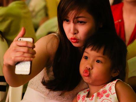 Khoi My trinh dien ban hit voi mic quan hoa tra my vang - Anh 14