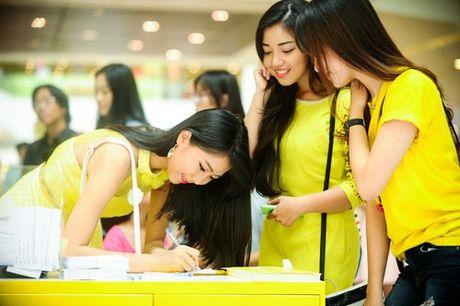 Khoi My trinh dien ban hit voi mic quan hoa tra my vang - Anh 27