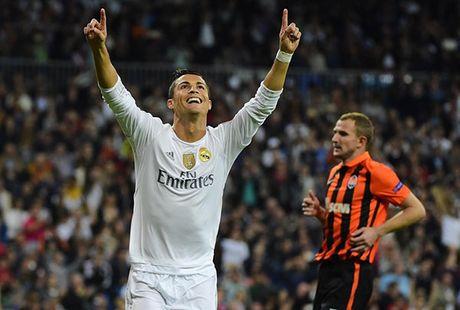 Dem nay, Ronaldo vi dai nhat moi thoi dai? - Anh 1