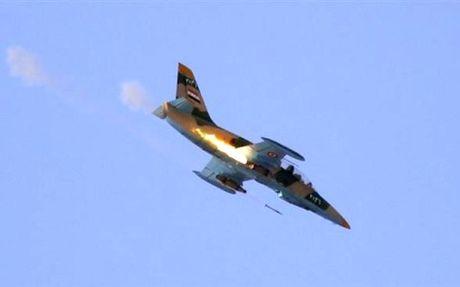 Syria tiep tuc o at khong kich tieu diet 12 phien quan IS - Anh 1