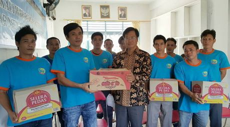 Indonesia trao tra 42 ngu dan Viet Nam - Anh 1