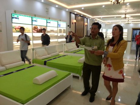 "Xuat hien showroom ""chi ban cho khach Trung Quoc, cam cua khach Viet"" o Da Nang - Anh 5"