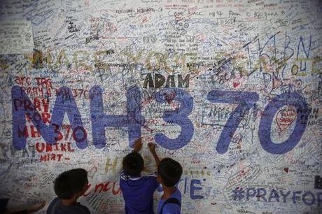 Manh vo tim thay tai Thai Lan khong phai cua MH370 - Anh 3