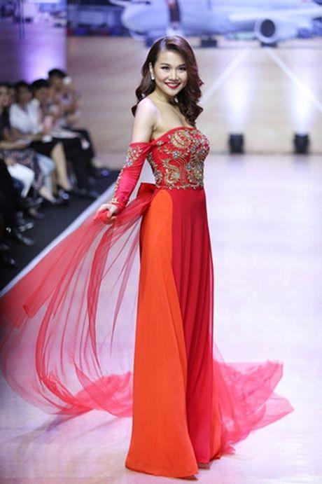 Thanh Hang khoe vai tran voi ao dai cach dieu - Anh 5