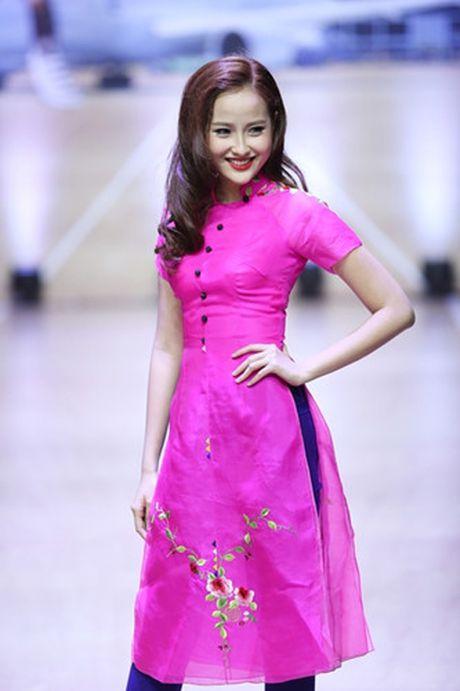Thanh Hang khoe vai tran voi ao dai cach dieu - Anh 9