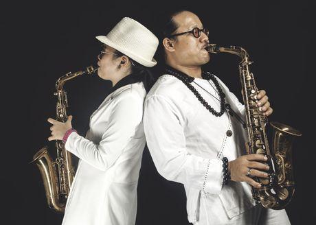 Cha, con va saxophone - Anh 1