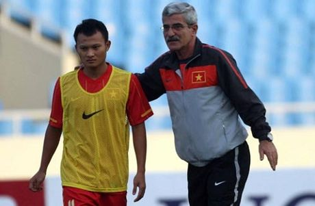 """Trong Hoang: """"Mong tim duoc HLV gioi de vo dich AFF Cup"""" - Anh 1"""