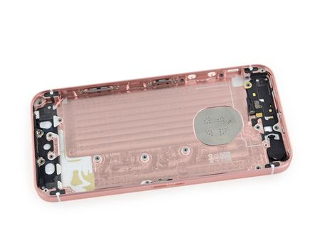 iFixit mo tiet lo moi thu ben trong iPhone SE - Anh 29