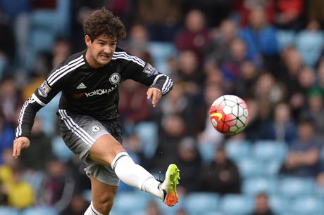Alexandre Pato lap cong, Chelsea thang huy diet Aston Villa - Anh 1