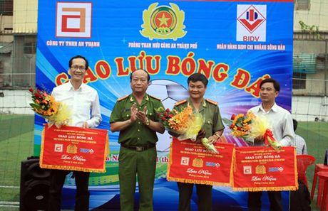 Giai bong da chao mung ky niem 70 nam thanh lap luc luong Tham muu va CSHS CAND Viet Nam - Anh 1