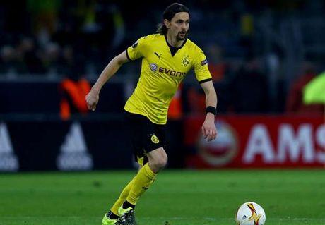 Dortmund mat Subotic den het mua bong - Anh 1