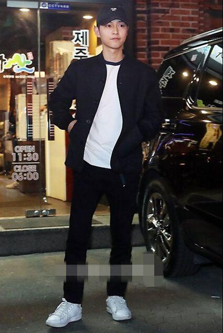 "Doan phim ""Hau due Mat Troi"" quay tung bung tai tiec mung cong - Anh 2"