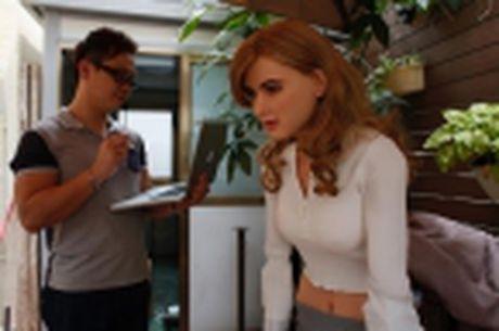 Nha thiet ke Hong Kong che tao robot co hinh dang giong nu dien vien Scarlett Johansson - Anh 1