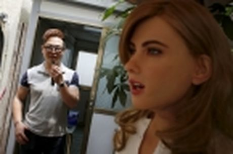 Nha thiet ke Hong Kong che tao robot co hinh dang giong nu dien vien Scarlett Johansson - Anh 7
