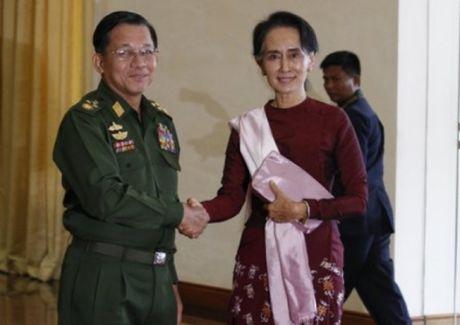 Quan doi Myanmar - luc luong khong de bi sai khien - Anh 1
