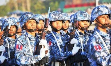 Quan doi Myanmar - luc luong khong de bi sai khien - Anh 2