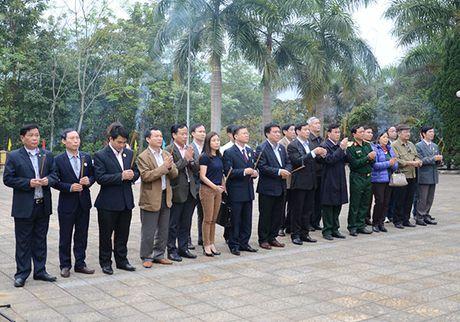 Hoi Cuu chien binh 5 co quan Trung uong tang qua tai Ha Giang - Anh 1