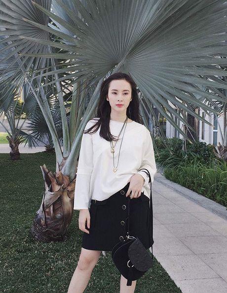 Sao style 2/4: Kha Ngan khoe vai tran, Chi Pu do ruc ca cay - Anh 1