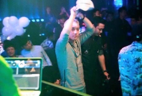 Seung Ri lam DJ, hat 'Bang Bang Bang' o quan bar Ha Noi - Anh 1