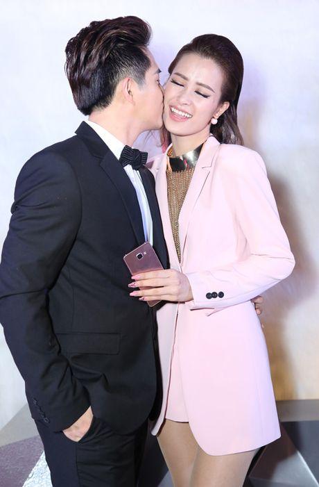 Soi phong cach cap doi khong scandal hiem hoi cua Vbiz - Anh 4