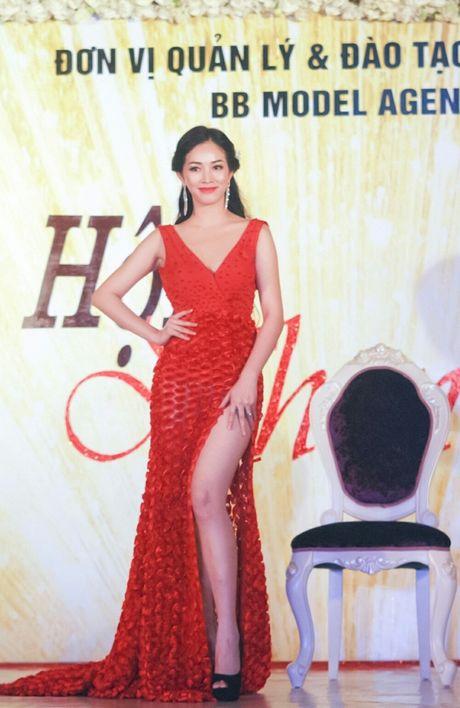 Ngam ve dep 'van nguoi me' cua A khoi Nhan sac 2016 Mai Thanh Ha - Anh 2