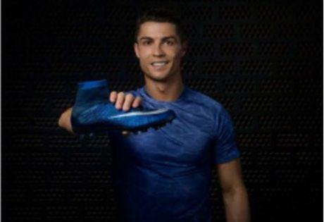 "Ronaldo ""luot"" Twitter cung du tien mua lau dai - Anh 1"