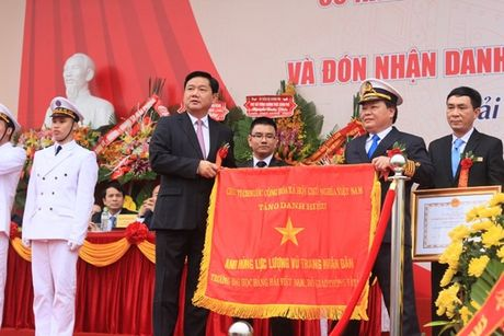 Truong DH Hang Hai Viet Nam don nhan danh hieu Anh hung luc luong vu trang nhan dan - Anh 3