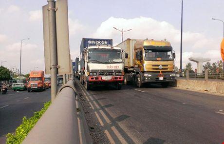 O to 16 cho huc 'bay' dau xe container - Anh 5
