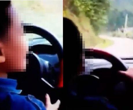 Xu phat vu be trai 8 tuoi lai xe duong deo o Bac Kan - Anh 1