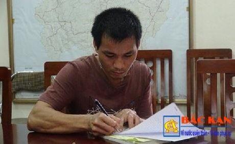Xu phat vu be trai 8 tuoi lai xe duong deo o Bac Kan - Anh 2