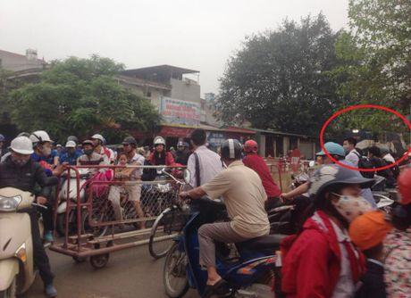 Tau hoa phanh gap nhuong duong cho xe may - Anh 1