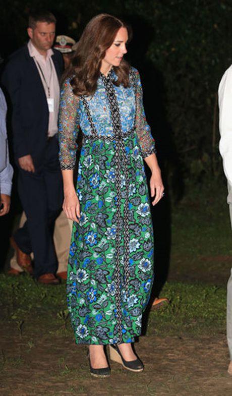 Nhung trang phuc Kate Middleton mac trong chuyen tham An Do va Bhutan - Anh 1