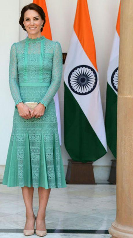 Nhung trang phuc Kate Middleton mac trong chuyen tham An Do va Bhutan - Anh 2