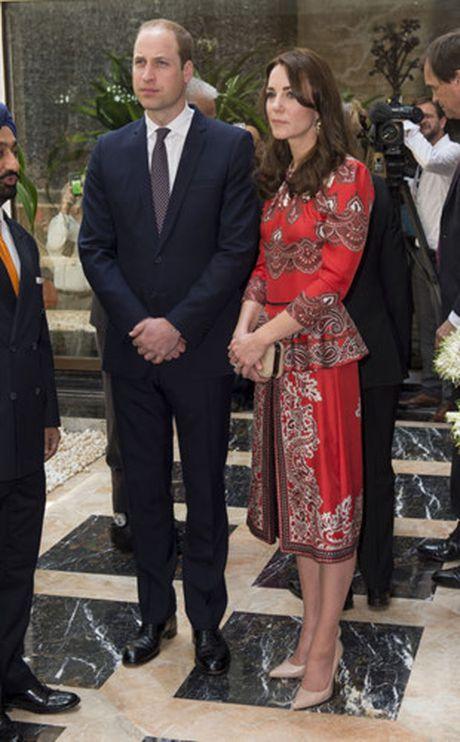 Nhung trang phuc Kate Middleton mac trong chuyen tham An Do va Bhutan - Anh 5