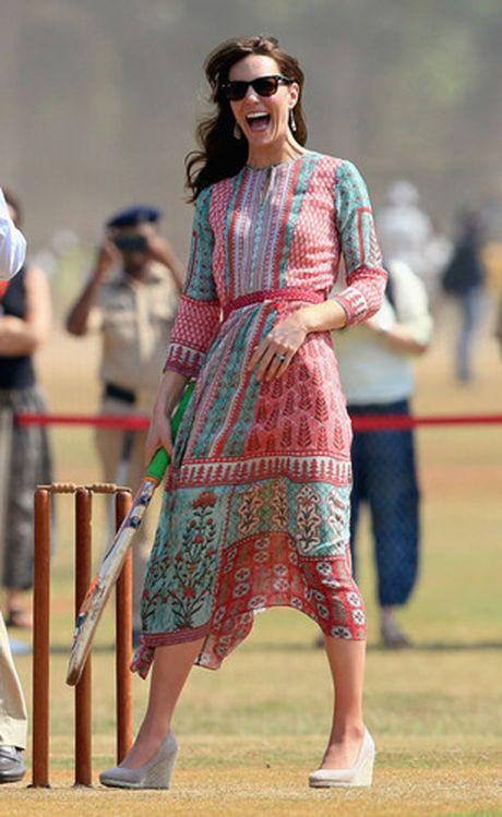 Nhung trang phuc Kate Middleton mac trong chuyen tham An Do va Bhutan - Anh 6