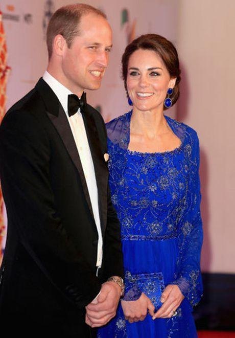 Nhung trang phuc Kate Middleton mac trong chuyen tham An Do va Bhutan - Anh 9