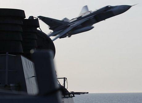 Nga len tieng ve vu cac may bay Su-24 bay sat tau khu truc My - Anh 1